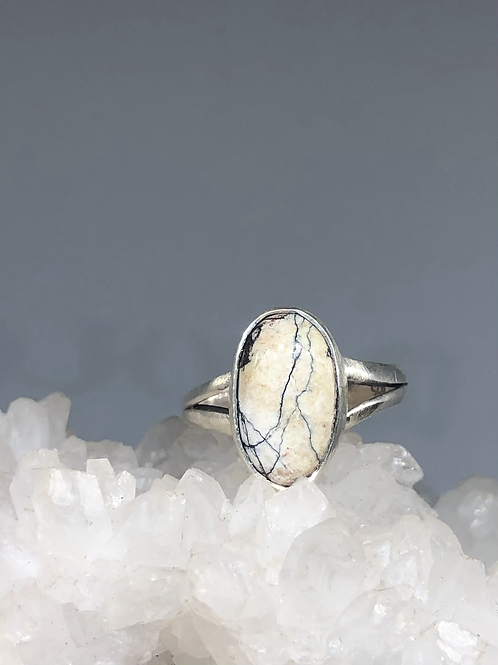 Sterling Silver White Buffalo Ring Size 6.5