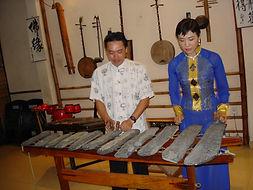 Dinh Linh & Tuyet mai playing dan da, Ho
