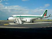 Aereo_all'aeroporto_Sant'Anna,_Crotone.j