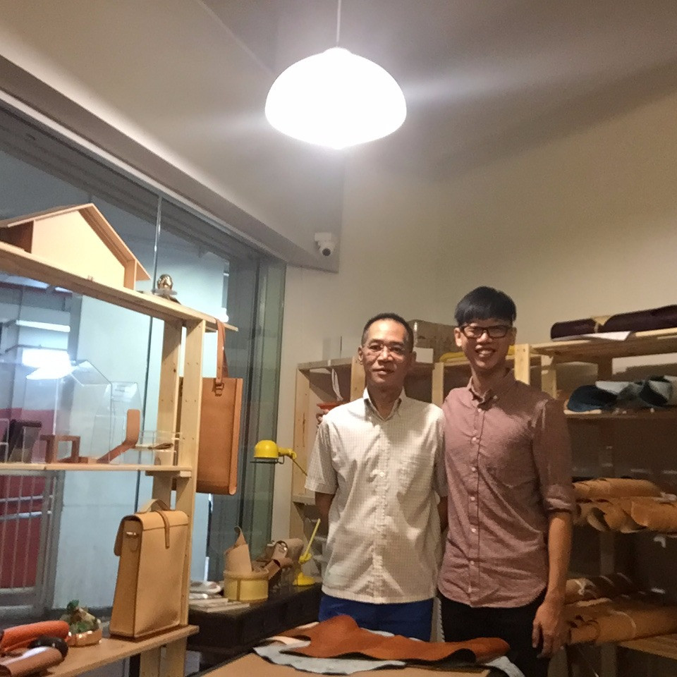 Crafter Qin Hui visited and gave many good advises