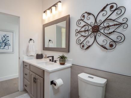 Bathroom 1 2.jpg