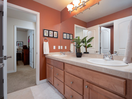 Bathroom 3 1.jpg