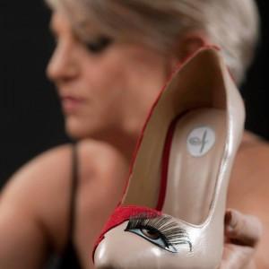 Παιχνιδιάρικα παπούτσια και τσάντες από την Πηνελόπη Λοϊζίδου