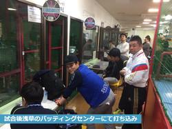 試合後浅草のバッティングセンターにて打ち込み