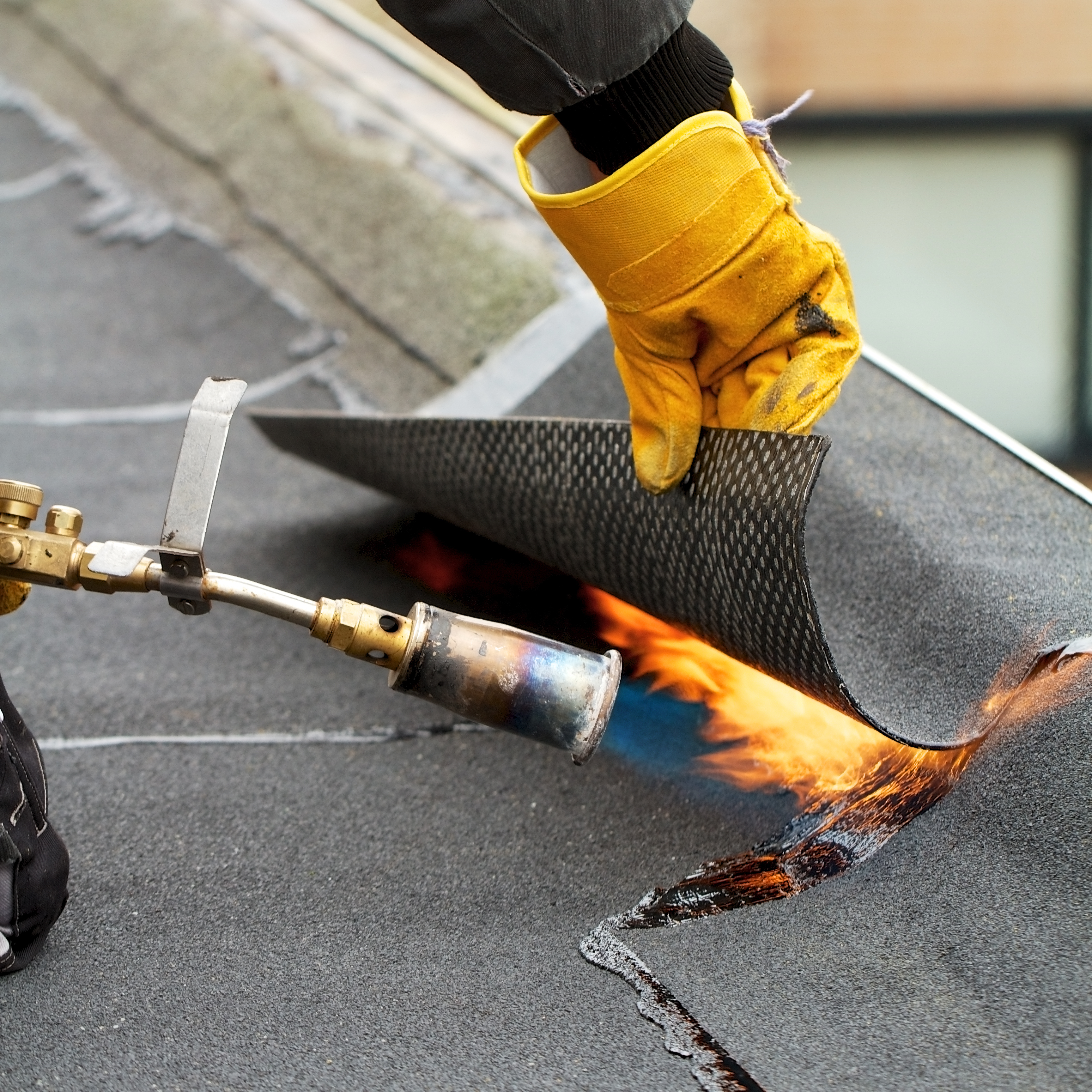 Flat roof repairing with roofing felt