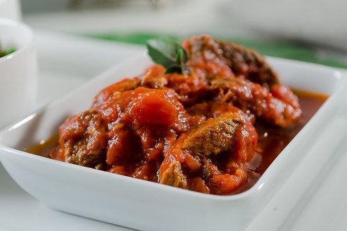 Iscas de Filet Mignon com Molho de Tomate e Manjericão