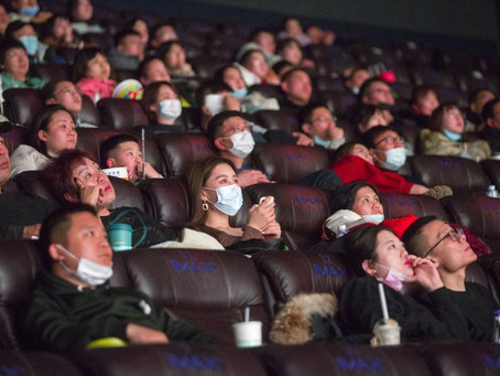 就地过年电影业受惠,中国春节票房上看 300 亿
