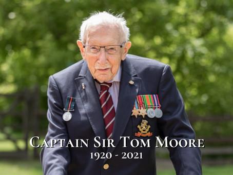 英國募款百歲老兵病逝女王帶頭致意「給全國希望的英雄」