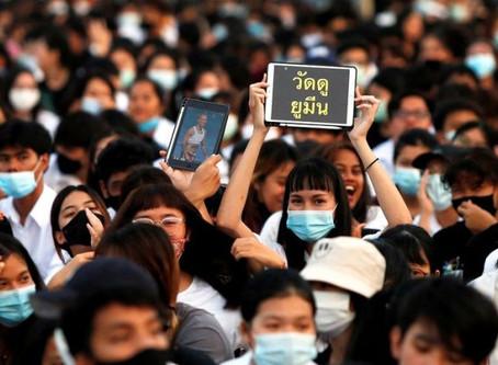 泰國學運再掀浪潮 19日夜宿法政大學要求王室改革