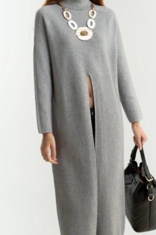 Langer Pullover mit Schlitz