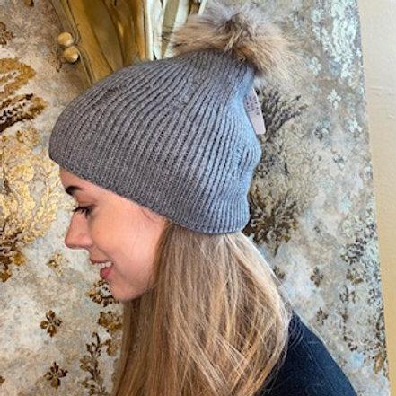 Mütze, derbe Strickung, Echtfell Pommel