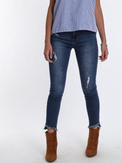 Jeans sehr schöne Waschung, leicht zerfetzt