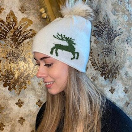 Mütze mit Echtfell Pommel und gesticktem Hirsch