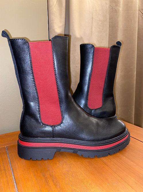 Boots mit roter Sole