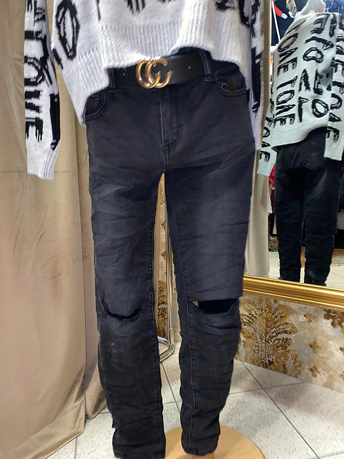 schwarze Jeans zerrissen, mit Löchern
