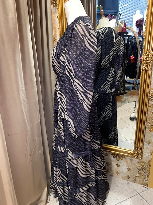 Kleid bis zum Knöchel im Leostyl
