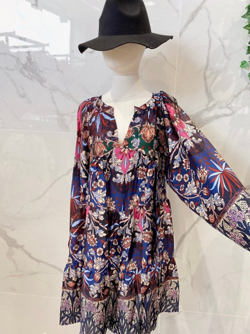 Kurzes gemustertes Kleid