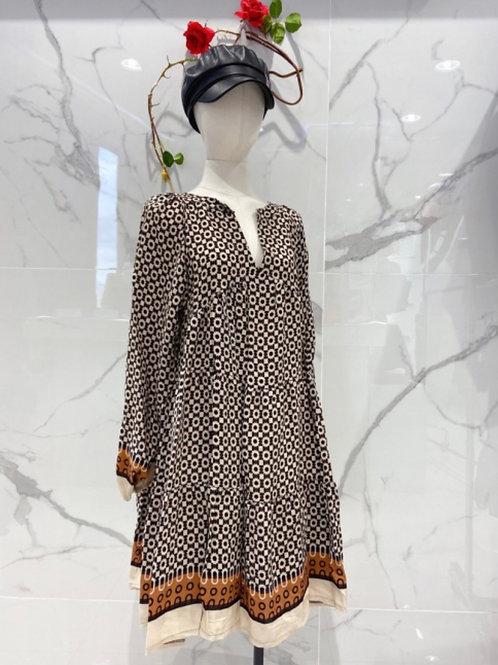 Kurzes Kleid mit Muster