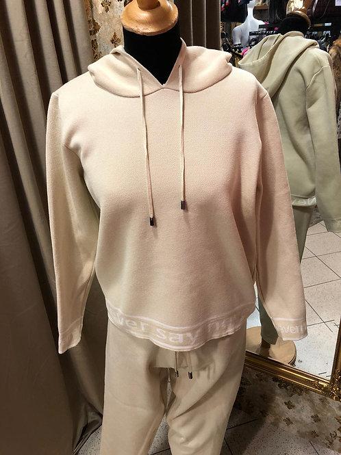 2 Teiler,Hose und lässigen  Pullover mit Kapuze und Beschriftung