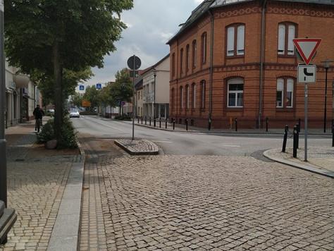 Асфальт vs. бетонна бруківка для вулиць громад