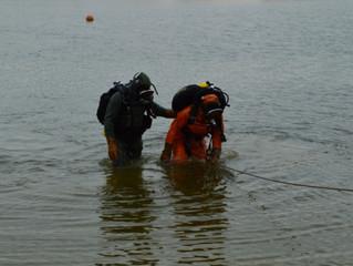 Водолазы-спасатели осуществили тренировочные погружения на Колонском пруду