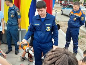 В День защиты детей в Элисте прошла акция «Мои безопасные каникулы»