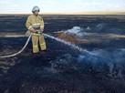 В Калмыкии борятся со степными пожарами