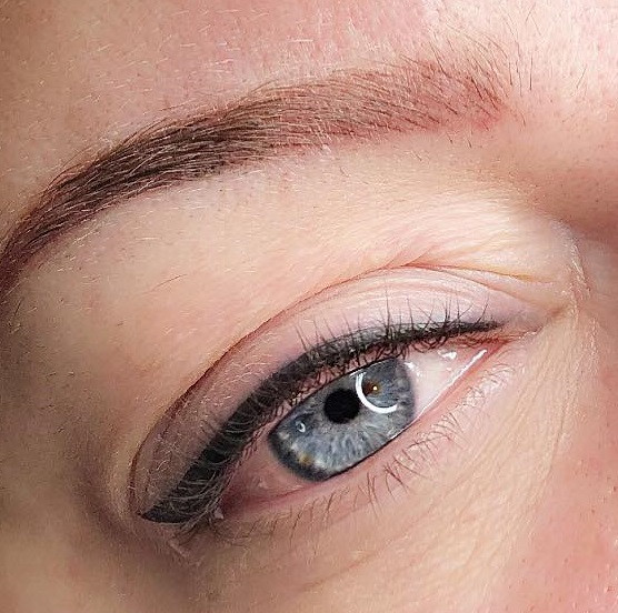 Maquillage permanent eye-liner