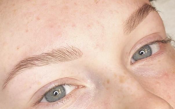 Réhaussement de sourcils