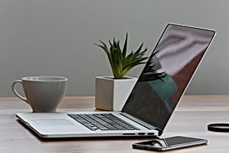 macbook-pro-iphone-cup-desk-7974.jpg
