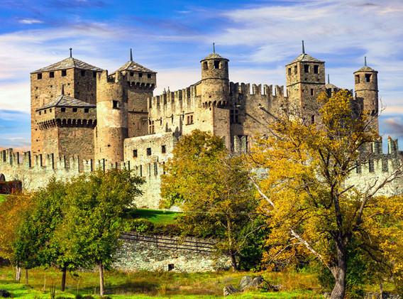 Castello di Fenis_esterno.jpg