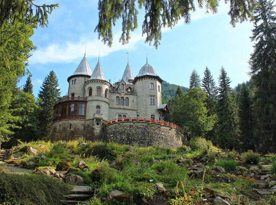 Castello Savoia_estate.jpg