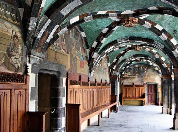 Castello di Issogne_interno.JPG
