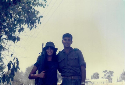 עם אחותו דגנית