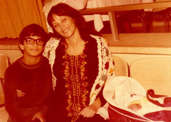 עם אמא בברית של גלעד