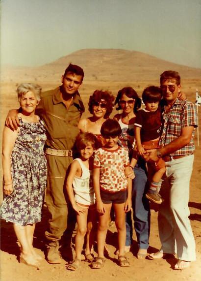 עם סבתא עדה והמשפחה המורחבת