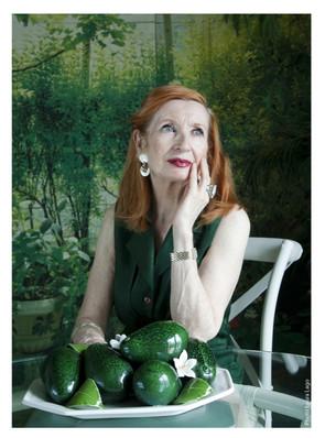 Dame-en-vert-comédienne-photographie-par-Laura-Lago-Paris