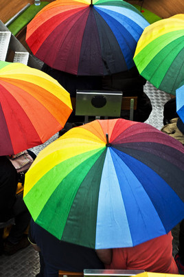 parapluies-colorés--photographie-mural-decoration-laura-lago