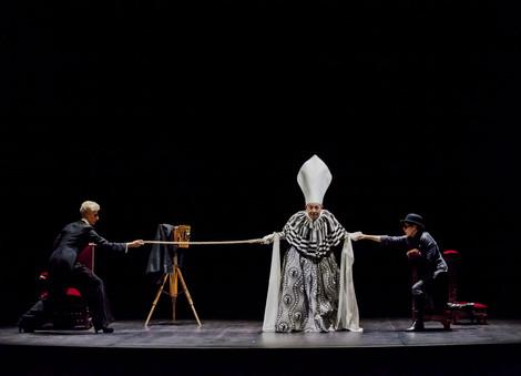aldredo-arias-elle-theatre-photo-laura-l
