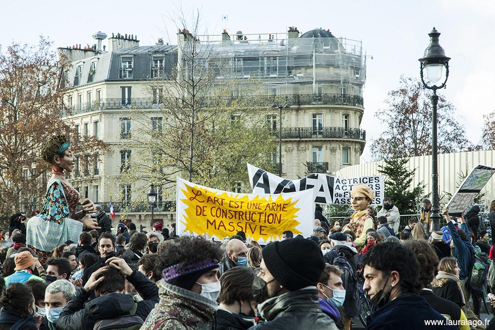 Les représentants du secteur culturel et du spectacle se sont réunis aujourd'hui dans toute la France pour protester contre la prolongation de la fermeture des lieux culturels annoncés par Jean Castex le 10 décembre.