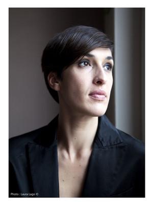 Celine-Cheblowsky-portrait-professeur-yoga-Laura-Lago-photographe