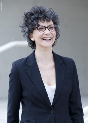 Laura-Lago-comedienne-argentine-paris-lunettes