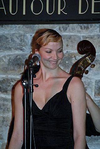 Concert de Laura Lago Autour de midi et minuit