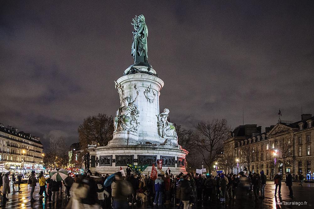 Des militants pro-avortement devant la Place de la République à Paris pendant le vote du Sénat, le 29 décembre 2020.Laura Lago©