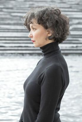 Laura-Lago-portrait-profil-comedienne-argentine-paris