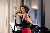 laura-lago-chanteuse-argentine-paris.JPG