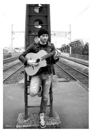 Fabrice-guitar-musicien-photographie-par-Laura-Lago-Paris