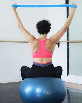 Laura-lago-gym-pilates-paris-france.jpg