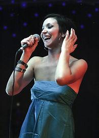 lauralago-chanteuse-comedienne-argentine