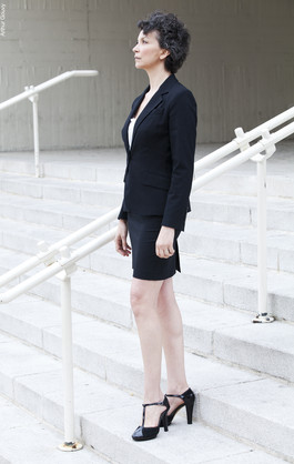 Laura-Lago-tailleur-comedienne-argentine-paris